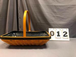 2000 Collector's Club Spring Meadow Basket with liner & protector